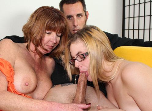 Due troie prestano un bel sesso orale