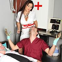 Dottore eccitato s`incula una troia all`ospedale
