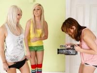 Sesso a tre tra lesbiche ninfomane e arrapate