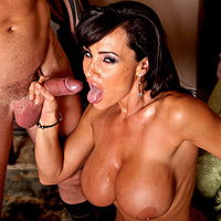 Lisa Ann scopata in un porno cuck