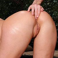 Sesso anale con una culona bionda inculata a dovere
